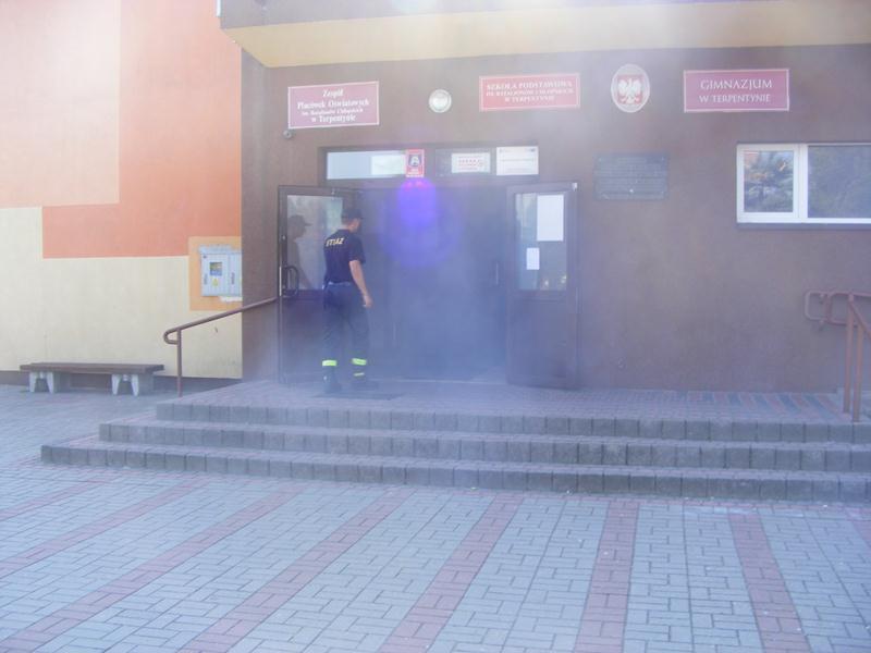 Ćwiczenia ewakuacja osób na terenie Zespołu Placówek Oświatowych w Terpentynie